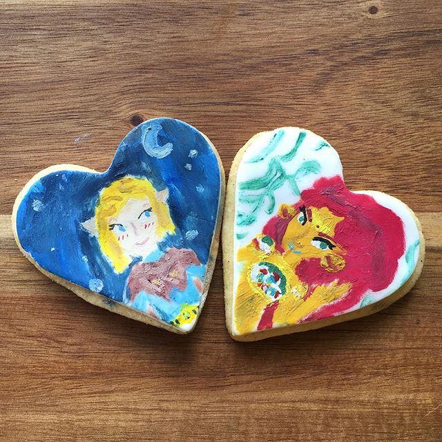 Look at these hand painted cookies! Paint made out of cocoa butter 🤓 can you believe that my 12 year old daughter made these! An artist in the making for sure 👩‍🎨 feeling super proud!  To those that are not in with the cool kids it's Zelda and Urabosa from The Ledgend of Zelda game 🤓😃 #zelda #urabosa #gamingcookies #gamingcake #cakestagram #cookielove #gabibakescakes #ediblepaint