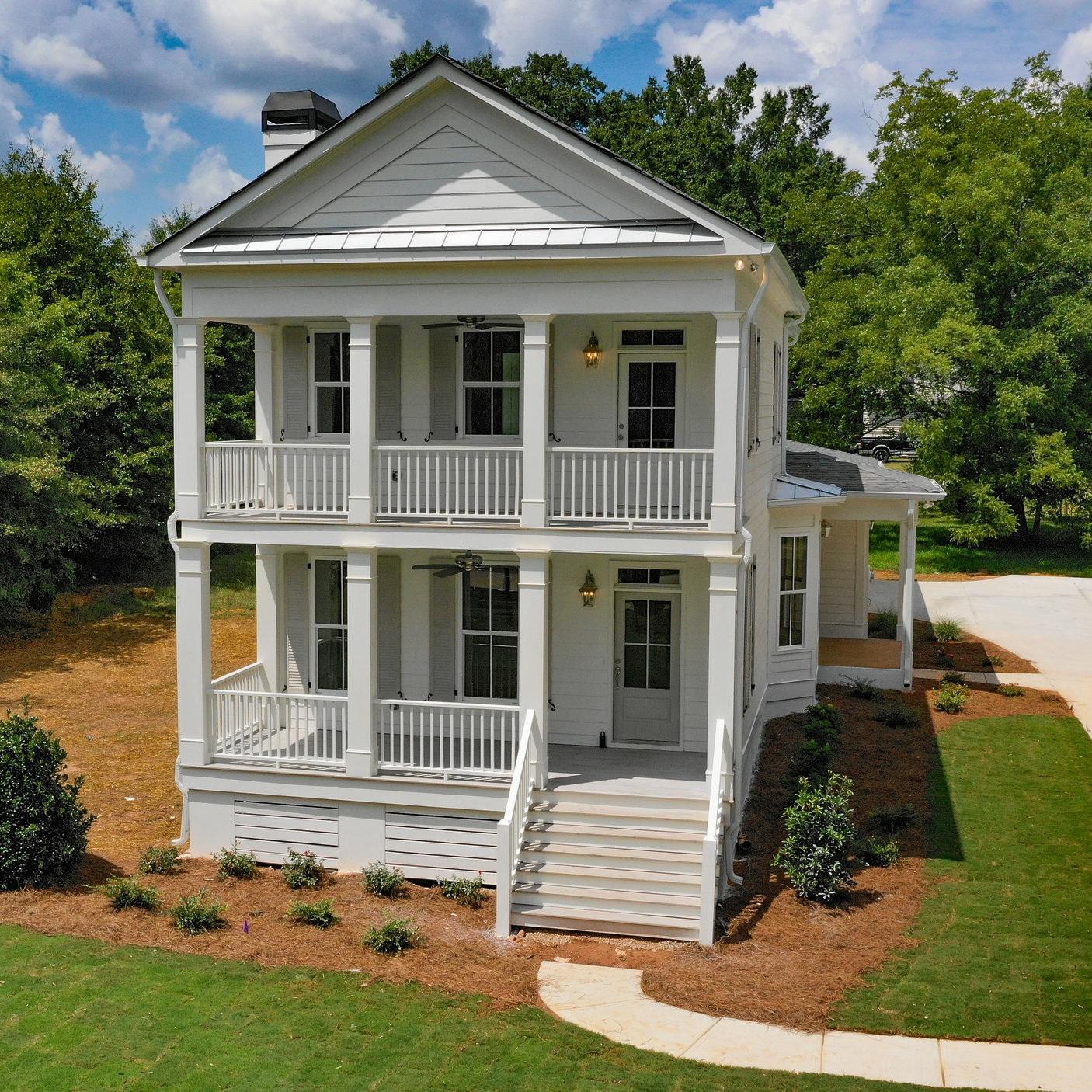 Seavy Street Farmhouse   4 Beds 3.5 Baths 2,179 SQFT  Senoia, GA