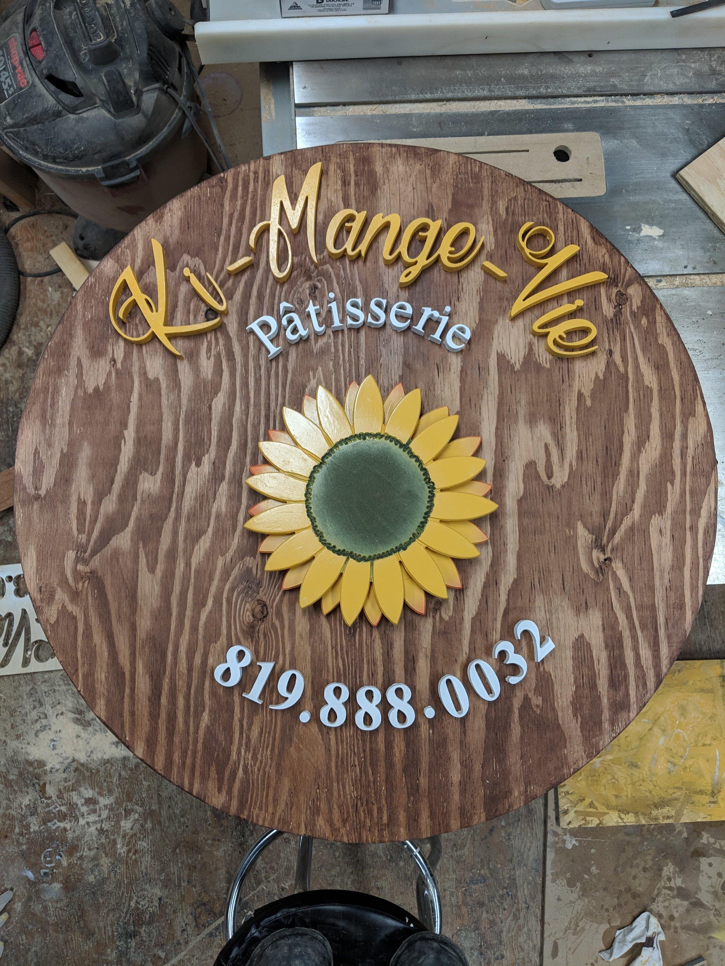 Enseigne commerciale extérieure en bois CNC couleur avec logo