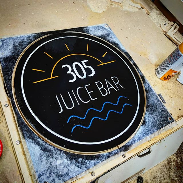 Juice bar sign in Ottawa... Ok now I can go to sleep #11pm #juicebar #toutanbwa #workinglate #zzzz #signmaker