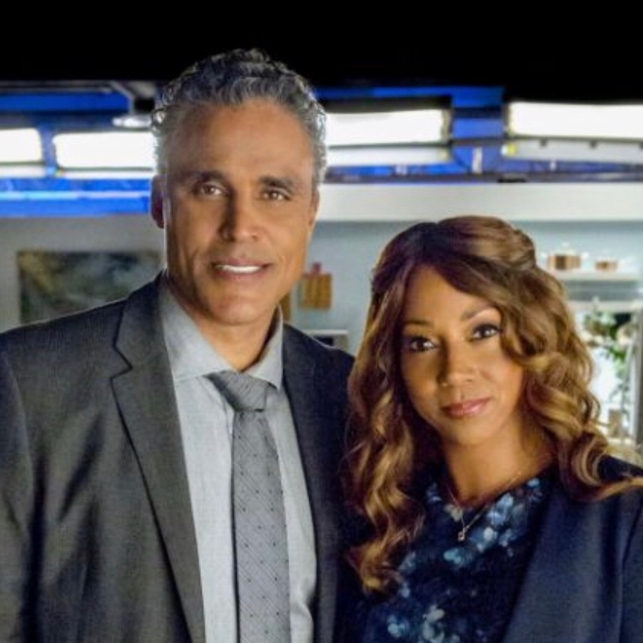 Rick Fox and Holly Robinson Peete in  Morning Show Mysteries
