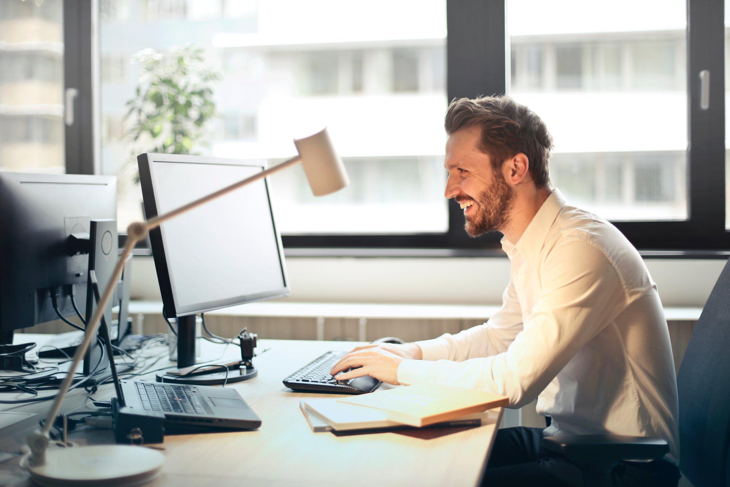 beard-chair-computer-840996.jpg