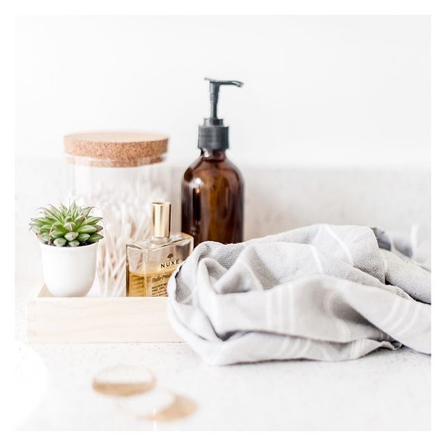Minimize visual clutter on your bathroom countertop by asigning a home to everyday items. I love grouping  the ones I use the most in a vanity tray, not only it creates a cleaner look but they are right there within reach when you need them✨. . . . . #impeccablyplaced #nycorganizer #bathroomorganizing #curatedhome #thehappynow #clutterfree #homeorganization #organizing #uppereastside #theneatlife #relasimple #sparkjoy #tydingup #clearspaceclearmind #getsorted #personalorganizer