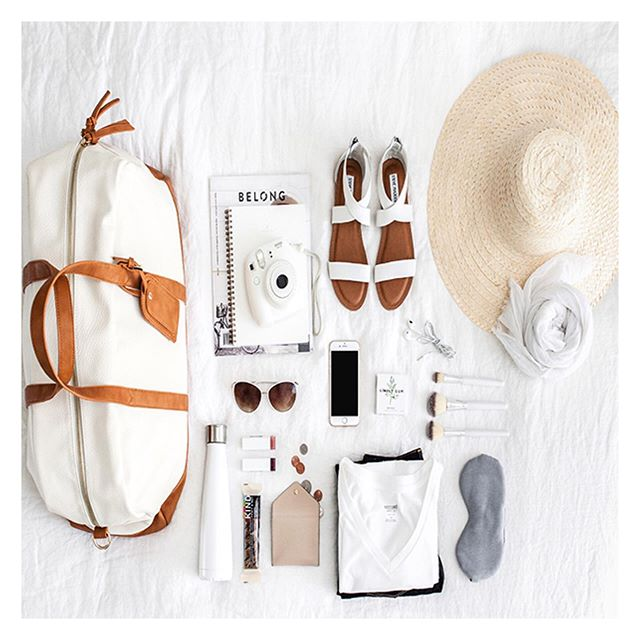 Last minute packing for this memorial weekend trip? 🙋🏻‍♀️ - Begin by choosing a color palette so you can narrow down yours options from the getgo ✨ lay out what you think you'll need and then simplify by choosing pieces that you can mix and match and that easily transition from day to night ✨ roll don't fold this will maximize your space and help you prevent wrinkles✨ and one last tip, before packing lay everything on your bed and edit ruthlessly✨ Happy MDW 💃🏻 . . . . .  #impeccablyplaced #livesimply #thehappynow #lifestyle #zen #getorganized #mindful #instadaily #nyorganization #essentialism #uppereastside #proorganizer #nyorganizer #thatsdarling #simplify #mindful #morebliss #breathingroom #getorganized #minimaliso #newyorkers #pursuejoy #livethelittlethings