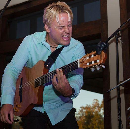 Guitarist Steve Oliver