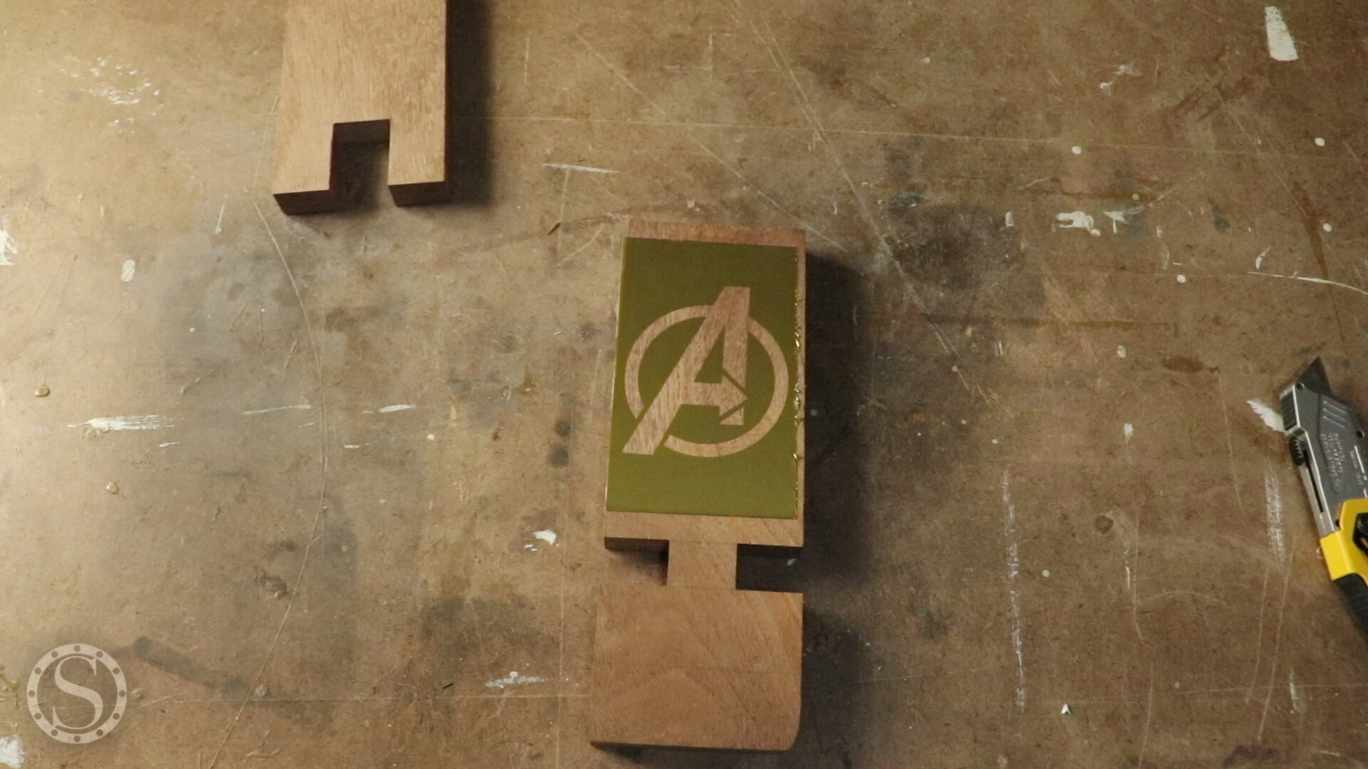 Avengers Phone Holder - Adding vinyl logo template to workpiece