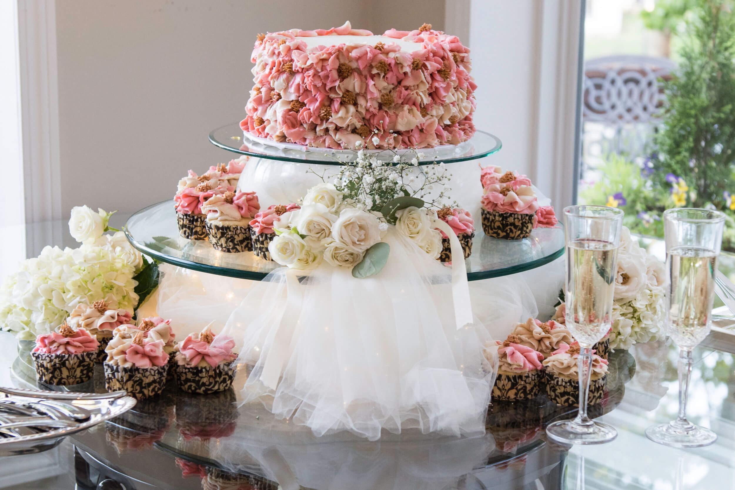 River_Rest_Weddings_Website-Book-Cake.jpg