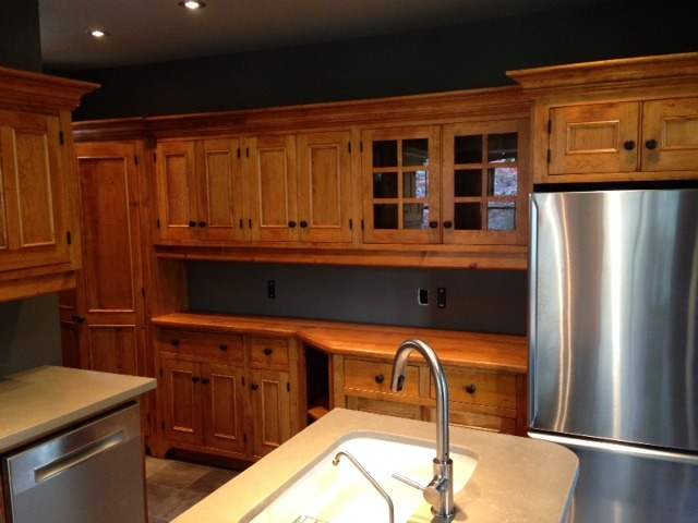 pinecustomkitchen1.jpg