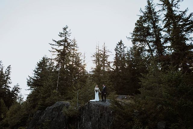 Alysia + David came all the way from Texas to have their Whistler mountain wedding.  Venue | @nitalakelodge Planning | @pocketfulproductions MUAH | @brendabakker @kerrywaring