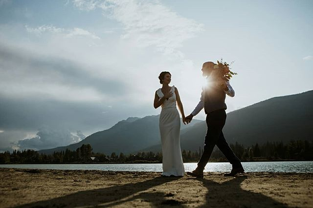 It's been a while since we posted on here and we don't know how it's mid-September already! Where did August go?? Anyway here's a few gems from this lovely couple who eloped on Green Lake recently. What an incredible experience! Officiant | @whistler_weddingpastor MUAH | @colleenconroymakeup Floral | @senka_florist Videography | @callingmountains