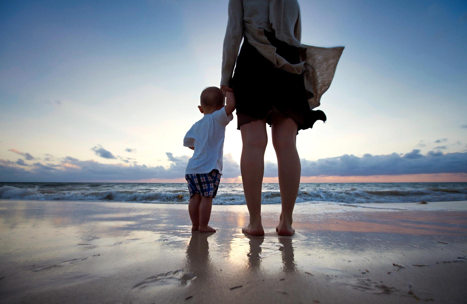 Leos första möte med havet.  Foto Mikael Wallerstedt