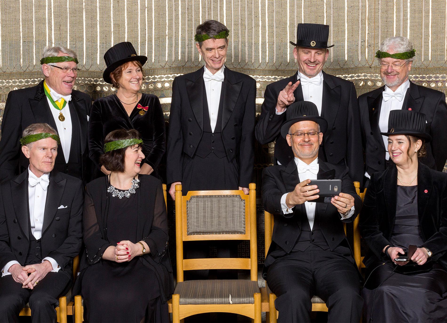 En av mina favorit grupper :) Bland medaljer, frackar och under stor högtid finns alltid platts för skratt.  Foto Mikael Wallerstedt