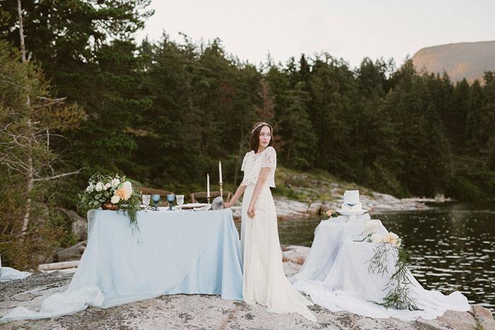 coastal-quartz-gemstone-pastel-coastal-blue-wedding-inspiration13.jpg