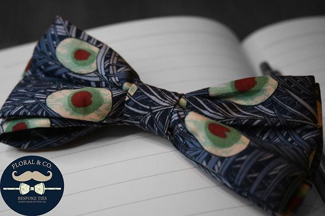 Skinny peacock feather print clip on bow tie! Brand new ideal for weddings, graduations, swanky events and many more occasions. Specially selected printed fabrics make each bow tie unique, 100% handmade in the U.K. using sustainable fabric. With each tie being one of a kind! Once it's gone it's gone!! 🤵🏻 Check out my depop: https://www.depop.com/floralandco/ (link in bio) Concept and realisation: @oliver.to  Photographer: @ellto.photography