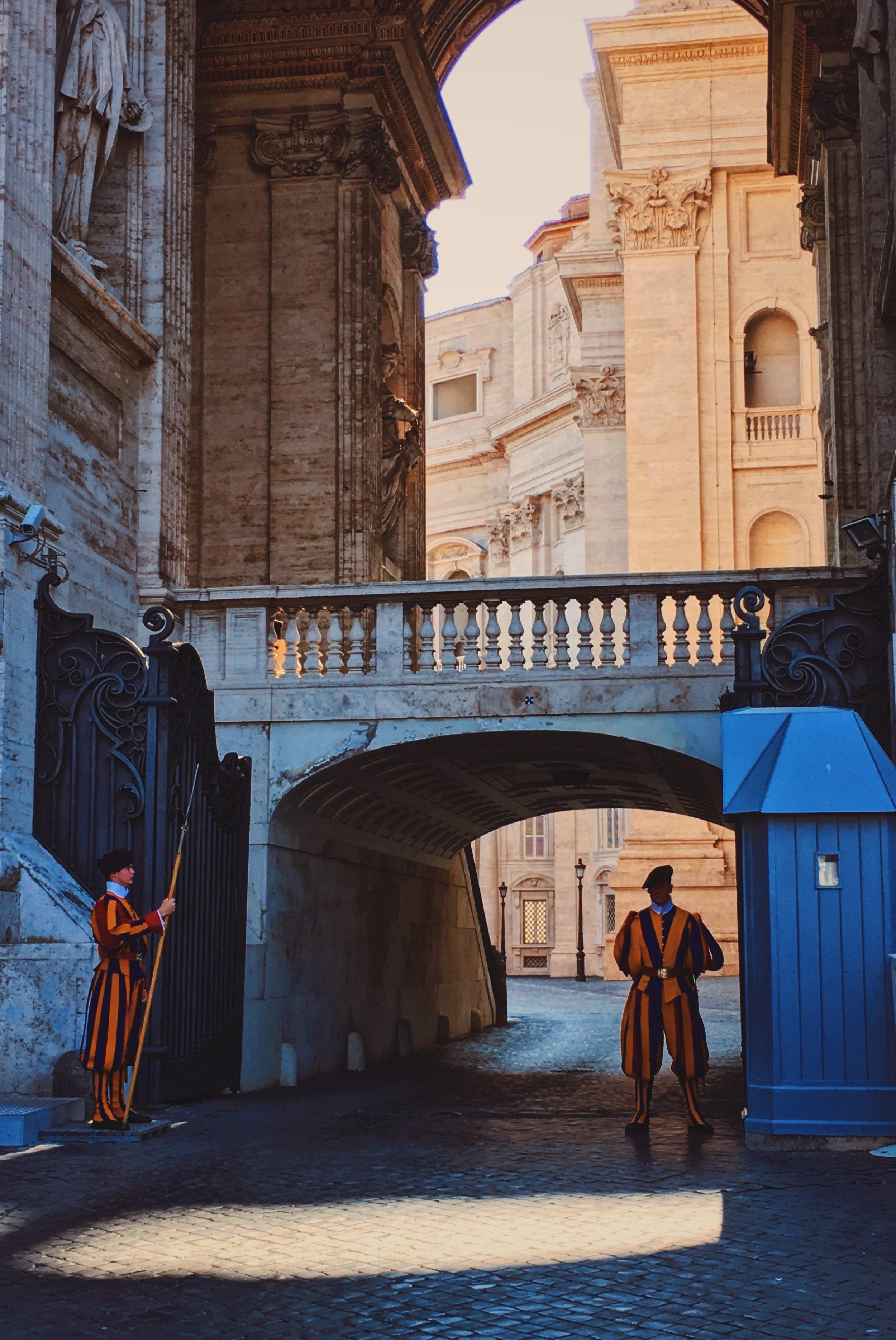 GRUPPENREISEN  Besonders bekannt für unsere Gruppenreisen nach Rom und ins Baltikum, bieten wir unseren Reisekunden besondere Leserreisen, Studienreisen, Städtereisen uvm. innerhalb Europas sowie zu weltweiten Reisezielen.