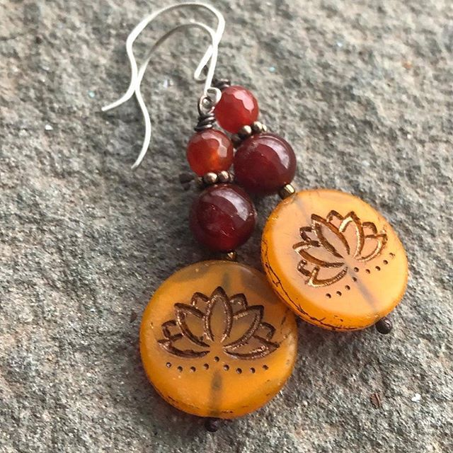 Fall in love with gorgeous handmade jewelry from @haliagrace.jewelry ♡ ♡ #Repost @haliagrace.jewelry ・・・ Fun, super rich color, and sterling silver ear wires. Affordable and adorable. $30 glass coin lotus beads and vintage carnelian. #haliagrace #handmadejewelry #catskillslove #catskillstyle #lotusflowers #lotusearrings #handmadeearrings #lotusjewelry