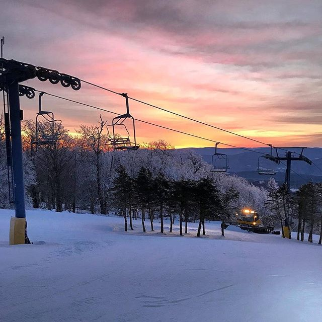 Get your Instagram Giveaway posts in, lots of great activities, shops and restaurants to visit this weekend! ⛷ #Repost @plattekill_mtn ・・・ Top of the morning...Today is going to be a beauty!!!!!#godscountry #catskills #plattekill #myplatty #catskillslove #roxburyny #plattekillmountain