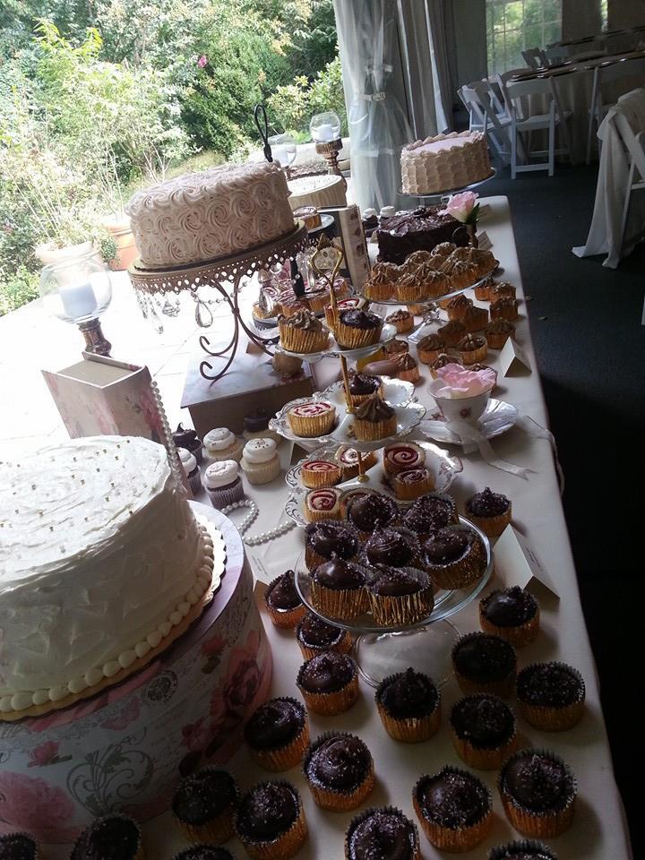 Cake & Cupcake Wedding Display