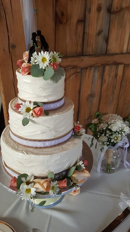 Fresh flower & Burlap Wedding Cake