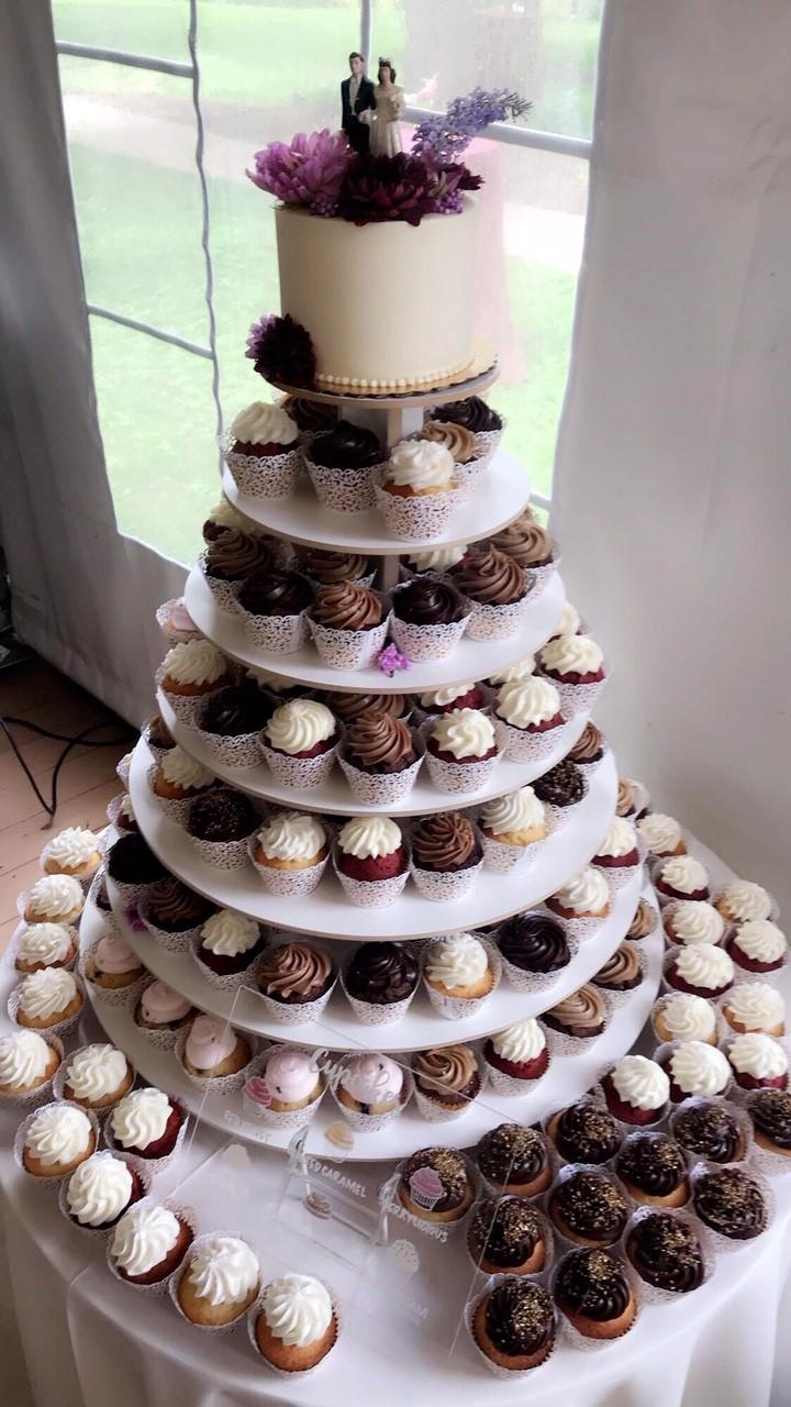 "6"" cutting cake & Cupcakes display"