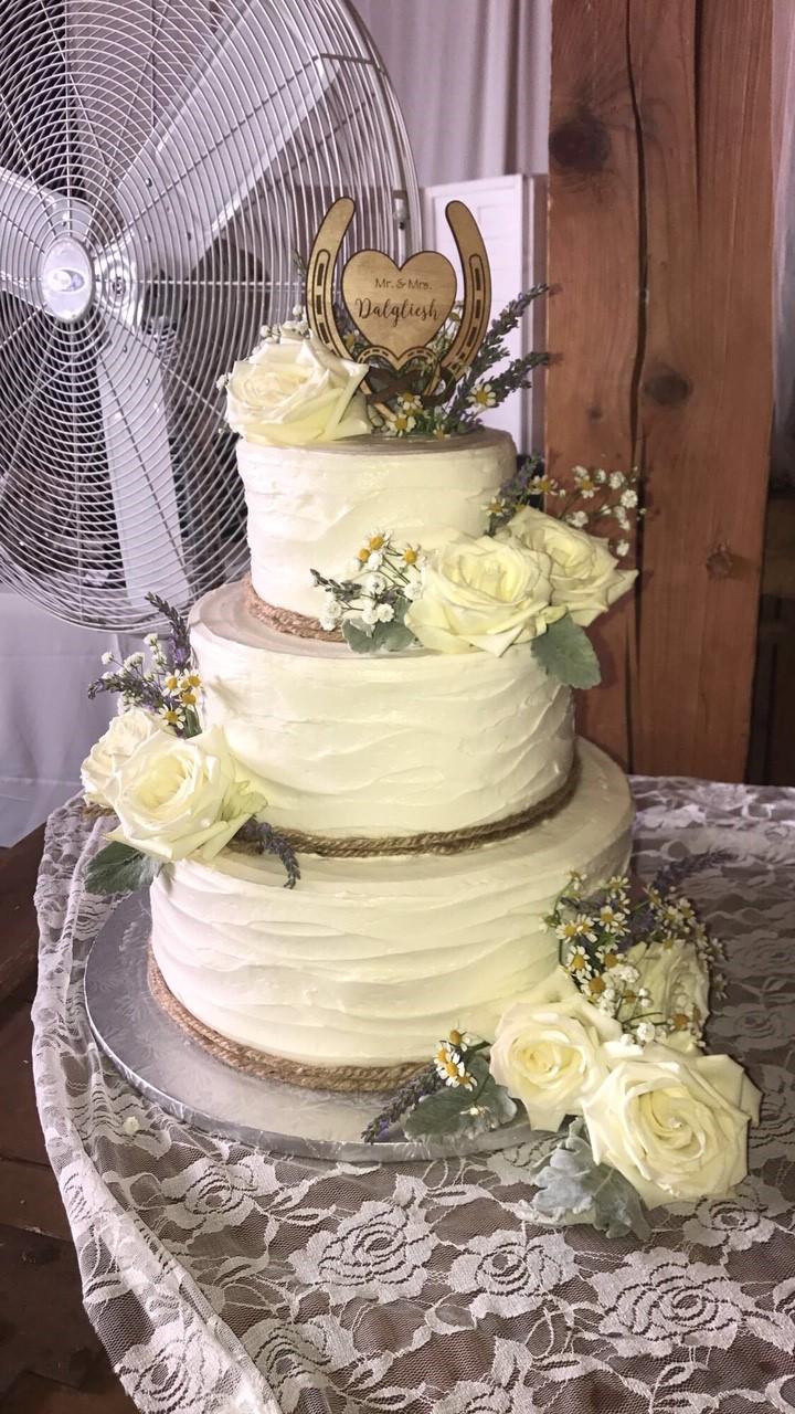Rustic & Roses Wedding Cake