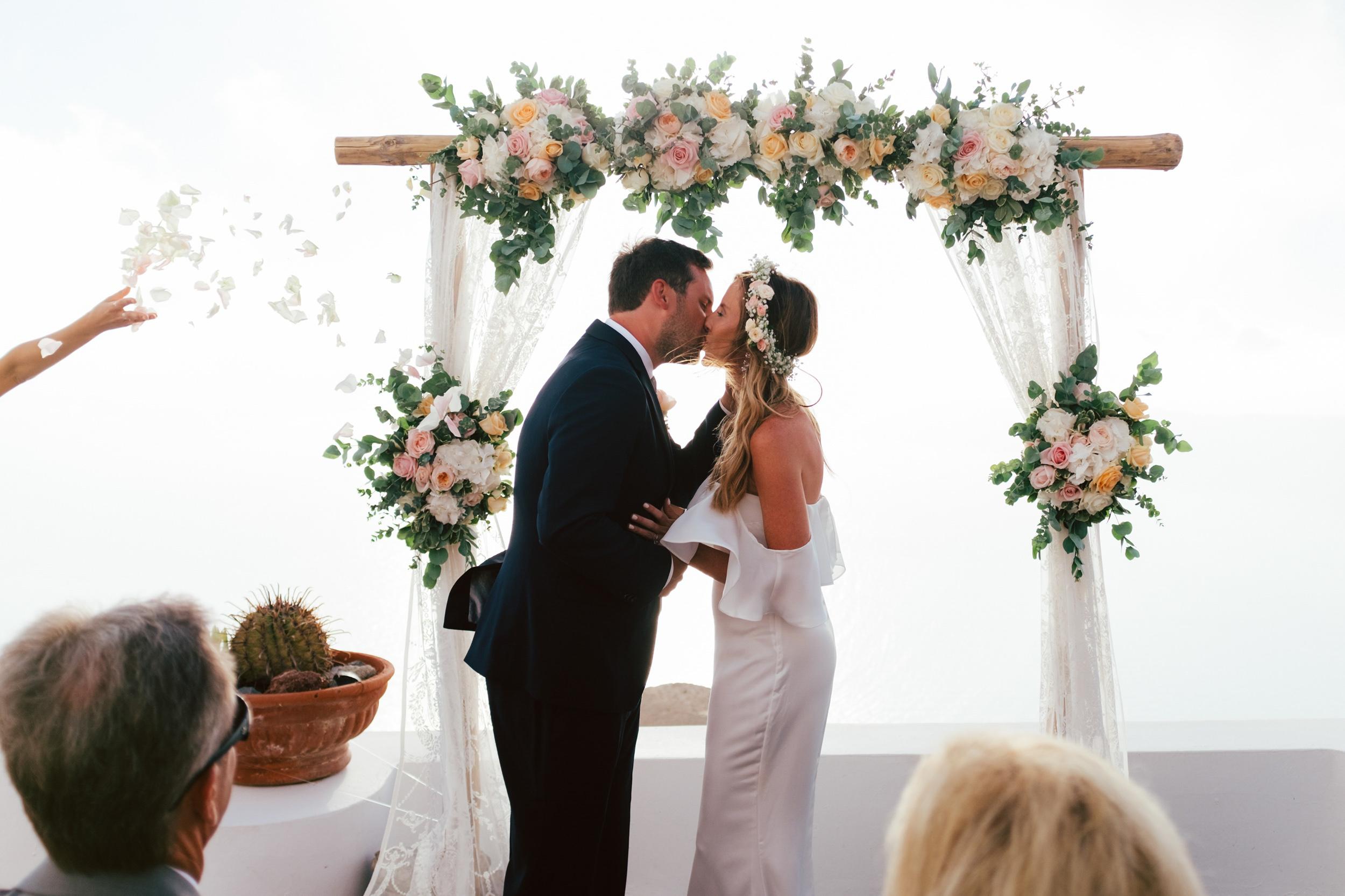 Santorini_Wedding_RemezzoVillas_052.jpg