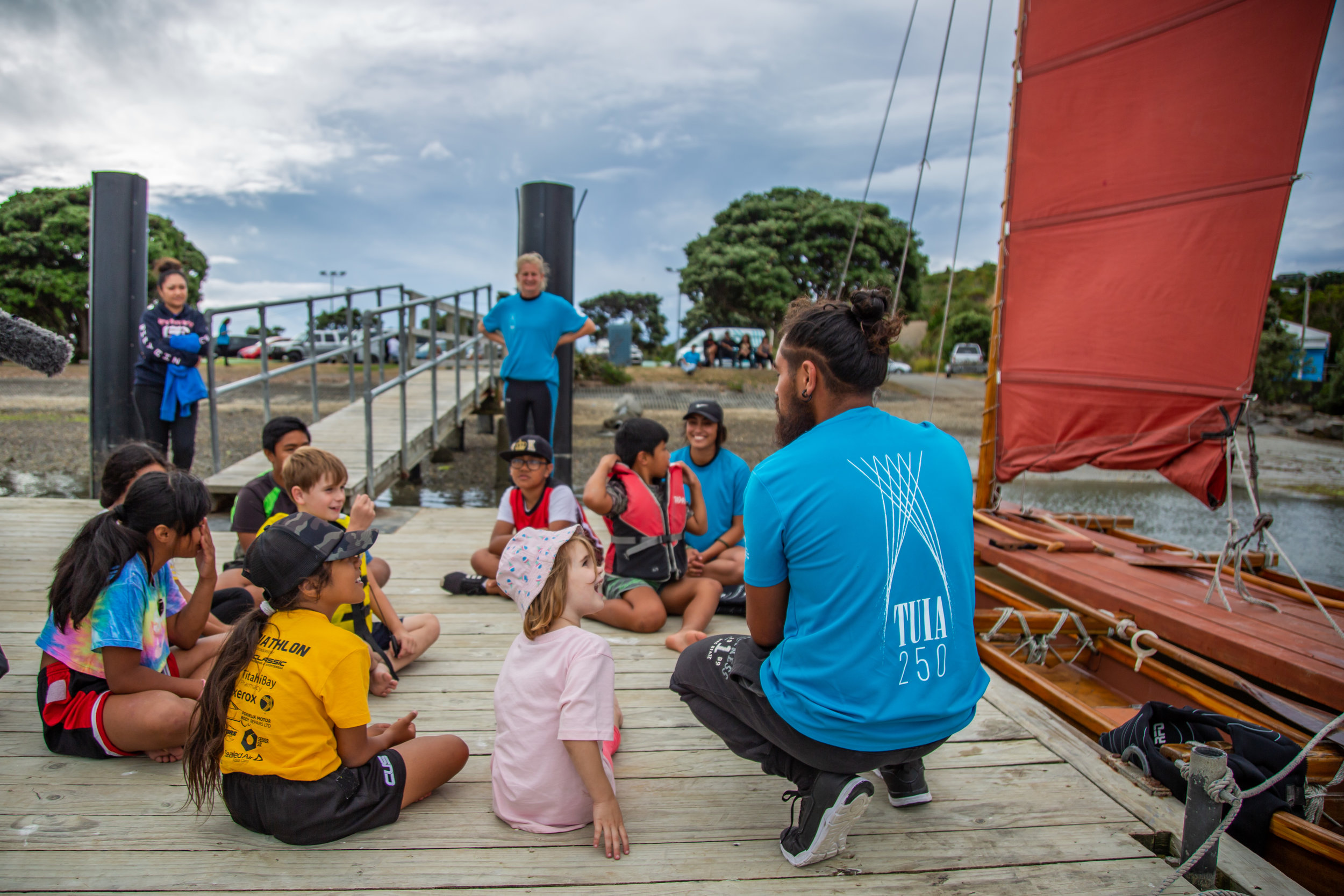 Children learn about Tuia 250 during the visit of the waka Pumaiterangi to the Porirua Harbour in February 2019. Image supplied by the Ministry of Culture and Heritage.