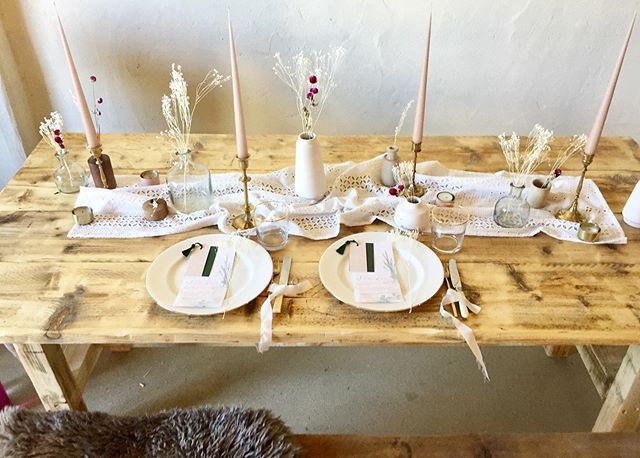 Love these gorgeous tables and benches by @nikkitapdesigns beautifully styled by @thewhiteemporium @thebarnatbrookendgreenfarm ❤️