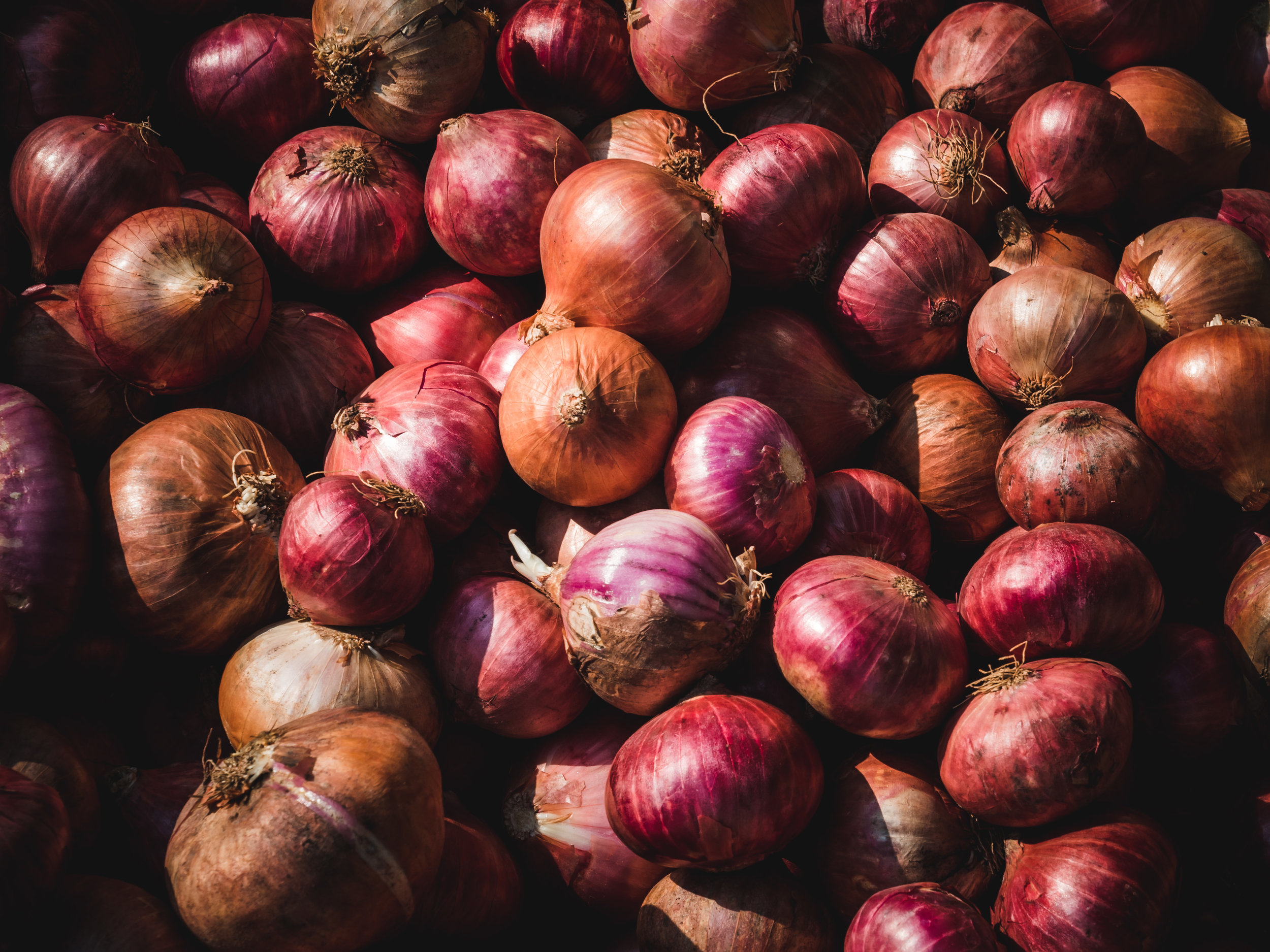 Onions - Onion is extremely rich in Vitamin C as well as high in Vitamin B and potassium. Vitamin C helps with immunity, iron absorption, collagen production, and tissue repair.
