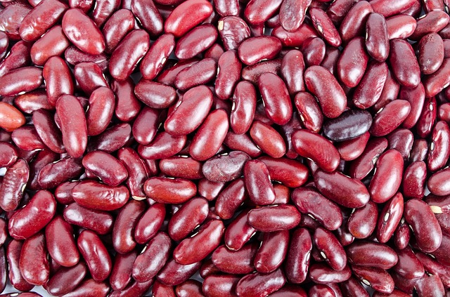 Kidney beans - Kidney beans are a great source of fiber, folate, magnesium and Thiamine (Vitamin B1) and protein. These beans help regulate blood sugar levels as well as promote colon health.