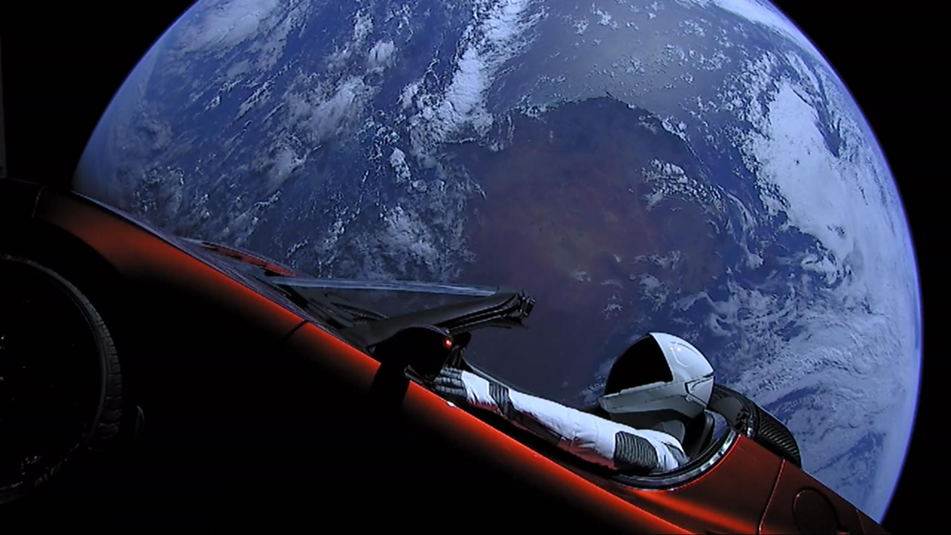 Elon_Musk's_Tesla_Roadster_(40143096241).jpg