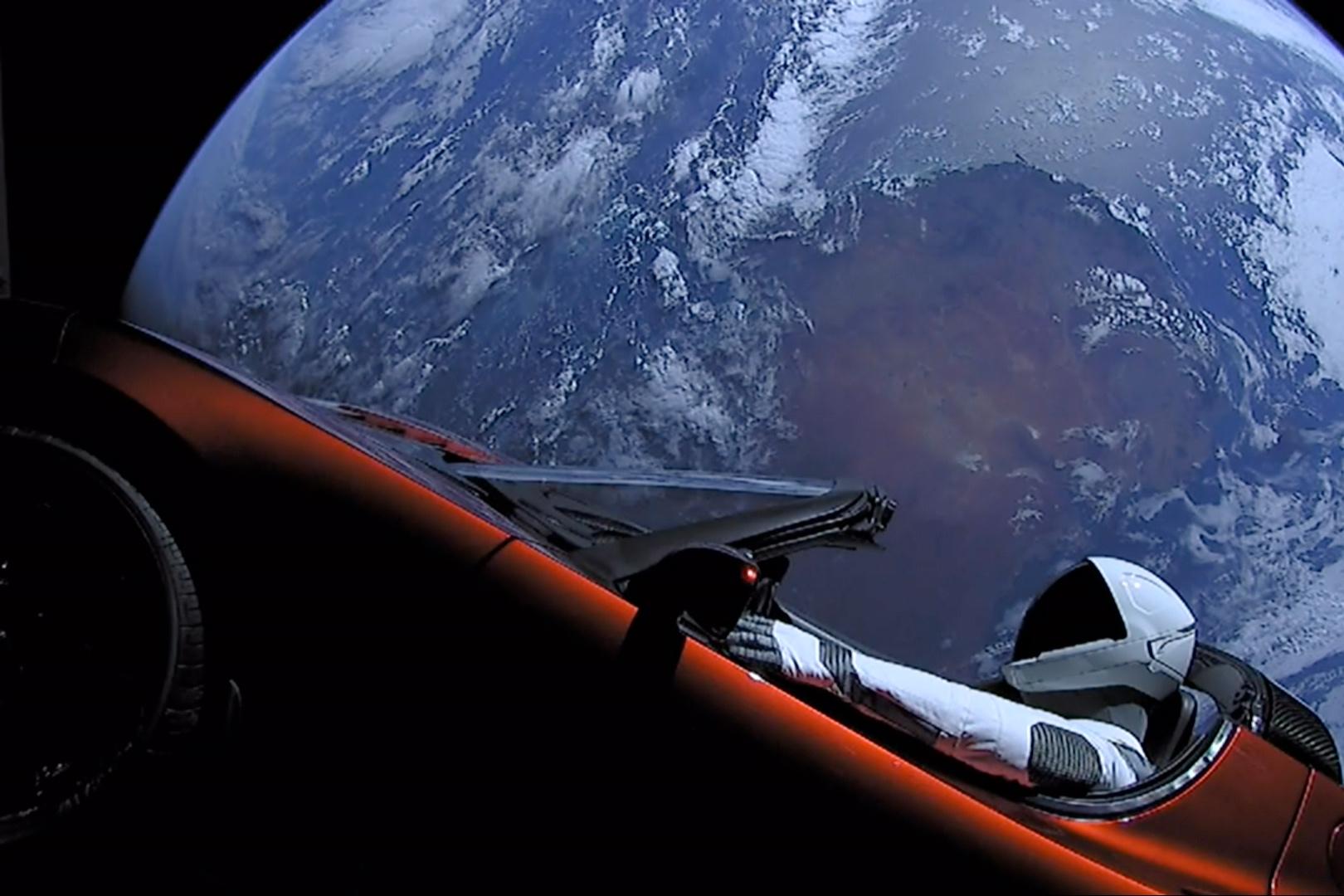 Elon_Musk%27s_Tesla_Roadster_%2840143096241%29.jpg