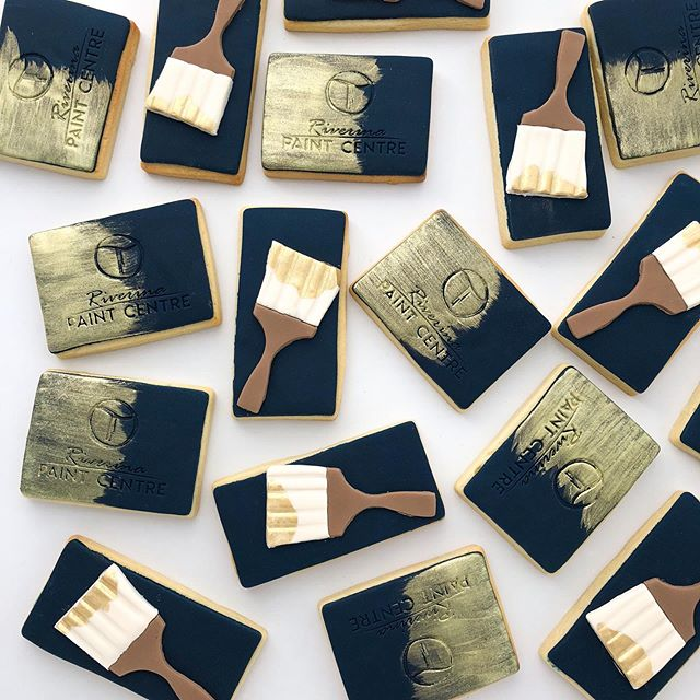 Designing creative cookie for business is a personal fave. Loving the navy + gold design for @riverinapaint
