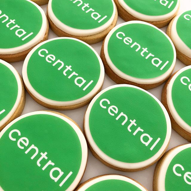Corporate design for @drtraceypurnell from Central. A little sweet hand baked treat for clients in their opening week. Get in my belly!