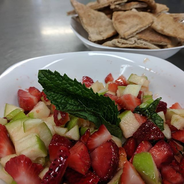 When your Strawberry Patch keeps giving you strawberries make Strawberry Apple Salsa with Cinnamon Sugar Pita Chips!  #easykidrecipe 1 pint Strawberries, hulled and diced 1 Granny Smith Apple, cored and diced Squeeze of lime and honey to taste Sprinkle of chopped mint Add any other fruit you like and make it your own #tasteslikesummer #edibleeducation #cookongcrewschool