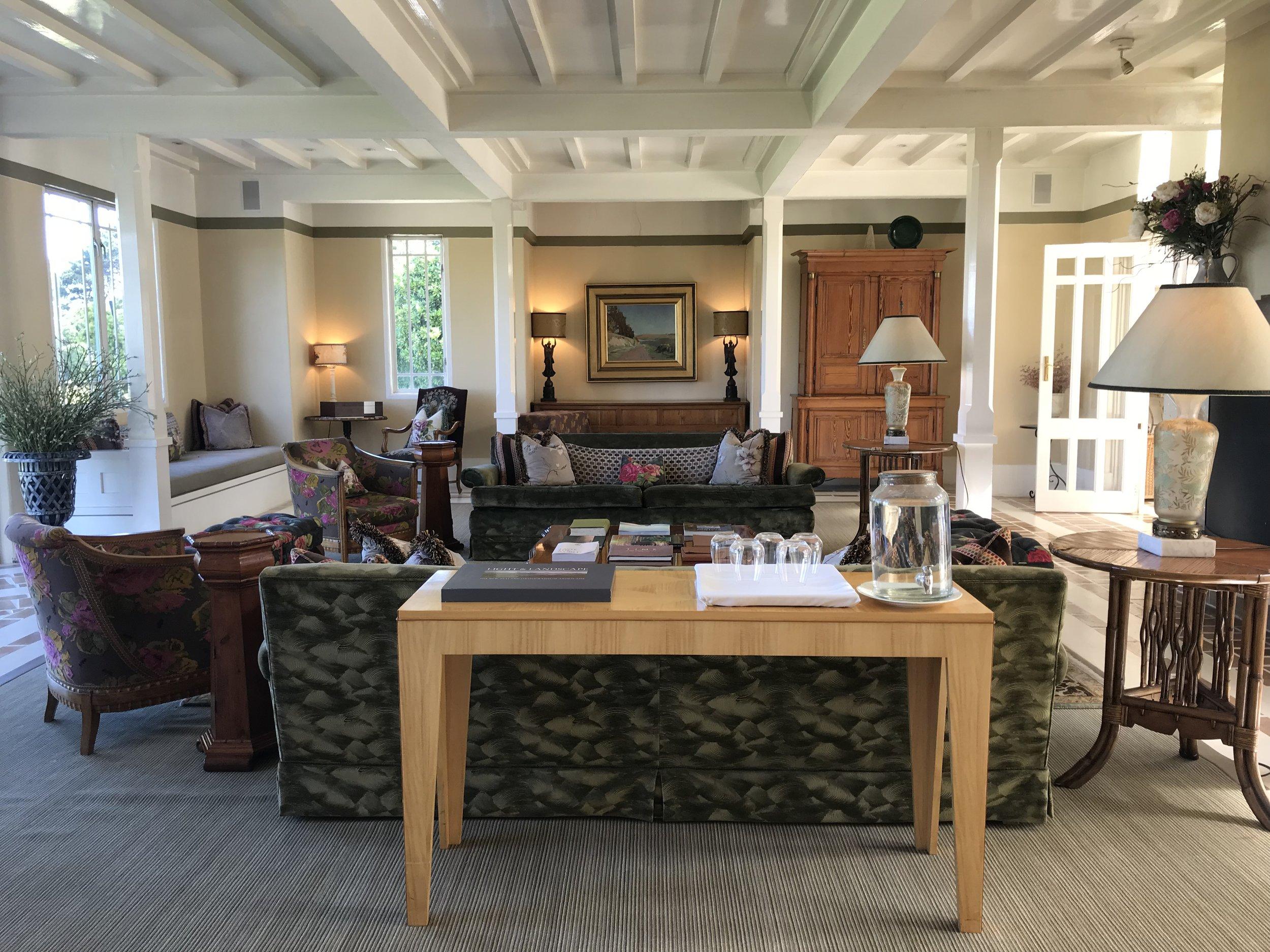 Wharekauhau lounge (image by Jacqui Gibson).