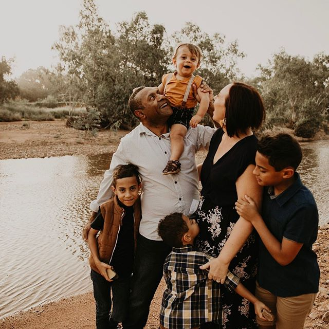 This gorgeous family was an absolute dream ✨ We explored, found some cool rocks, made paper aeroplanes, they even brought along their guitars and then at the end we played in the water 💙