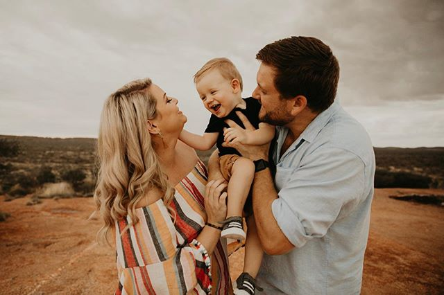 Remember that giveaway I did? Well this is the beautiful family that won. It was so much fun and this little guy kept us all on our toes 😂 Aren't they just the most gorgeous family! ❤️
