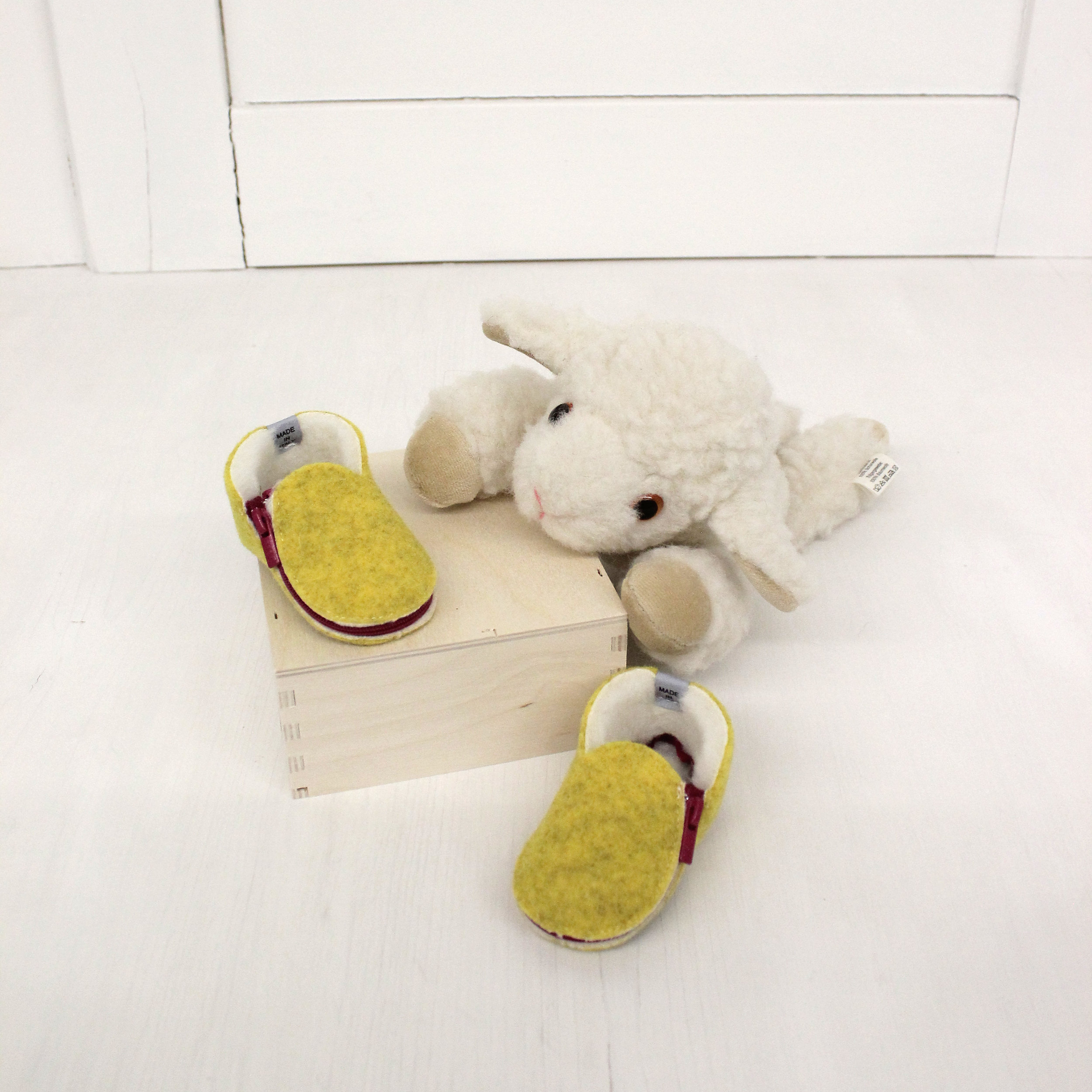 baby+shoes+felt+wool+ship.jpg