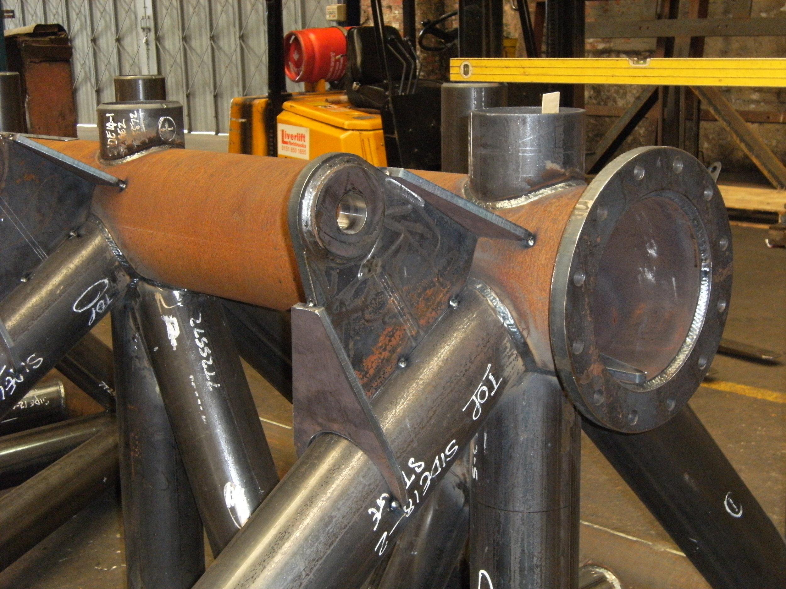 hydraulic ram mounts
