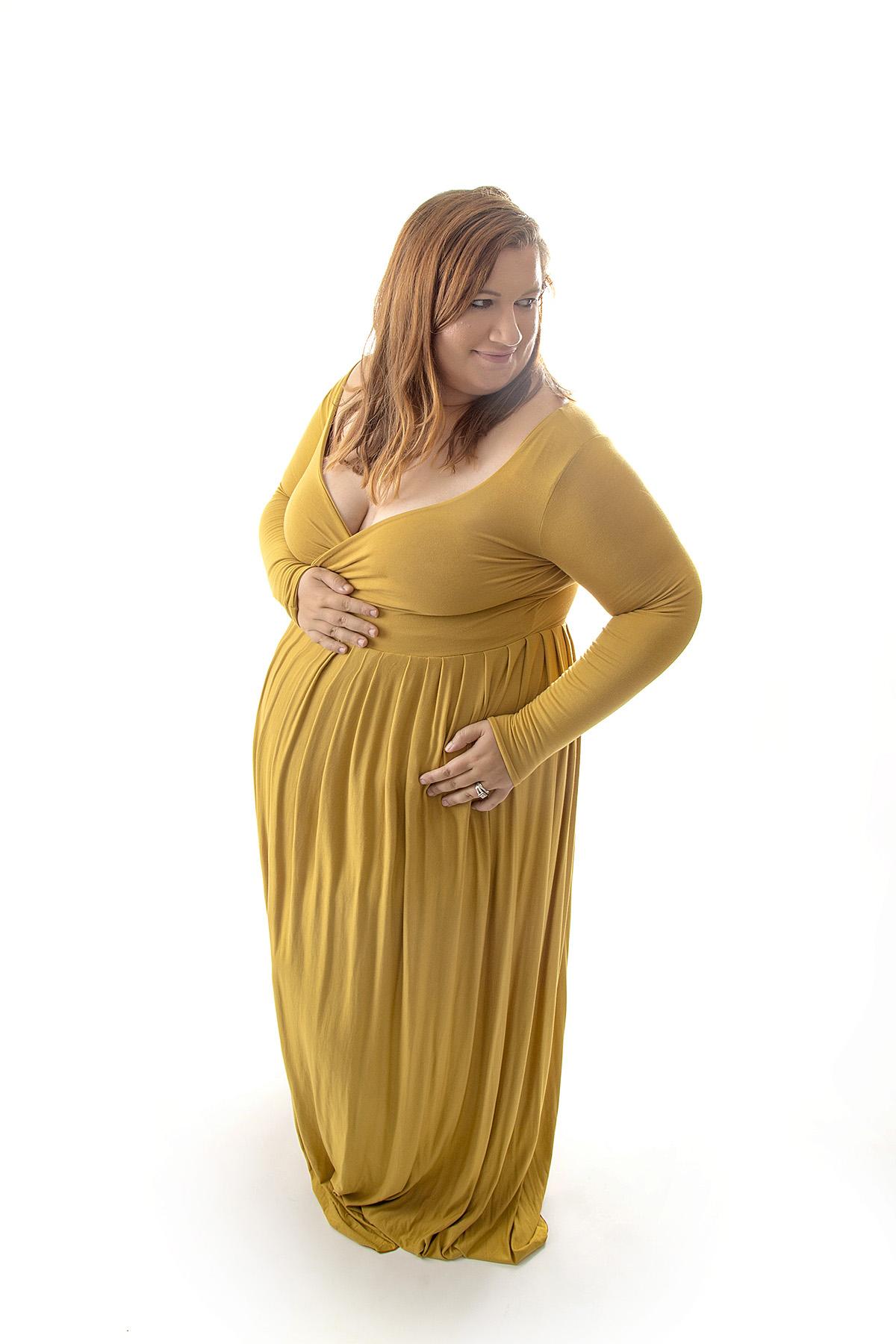 Angie_Englerth_Lancater_Maternity_Photographer_Wardobe_Yellow_003.jpg