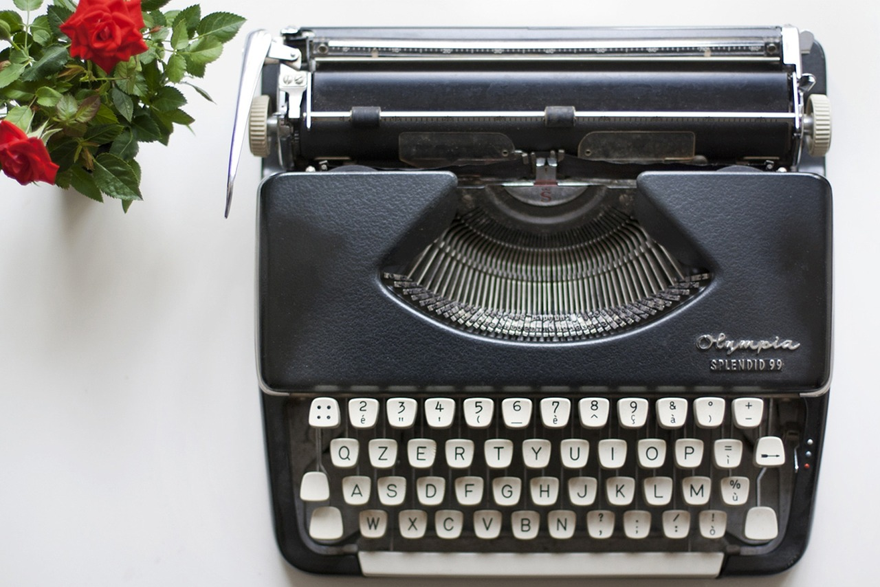 typewriter-1215868_1280.jpg