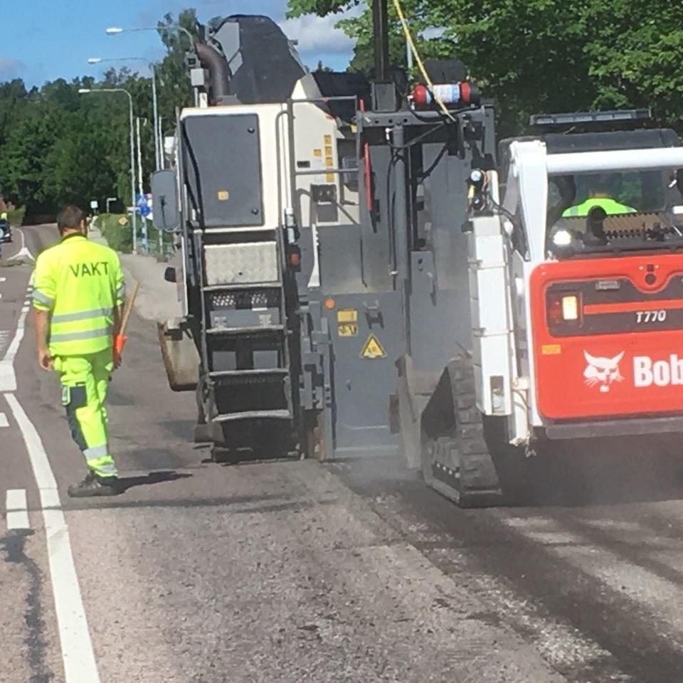 Fräsning   Ibland när vi ska asfaltera så behöver skarven eller hela ytan fräsas. Vi fixar det!