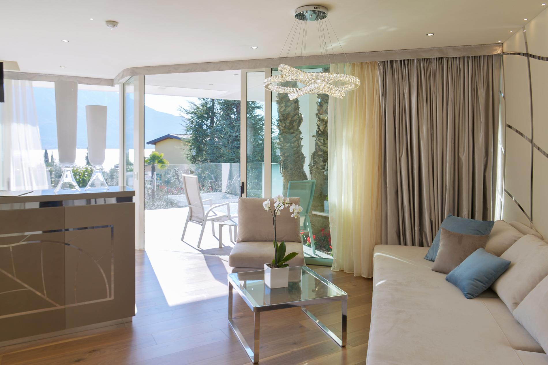 park_hotel_imperial_camera_deluxe_suite_vista_lago104.jpg