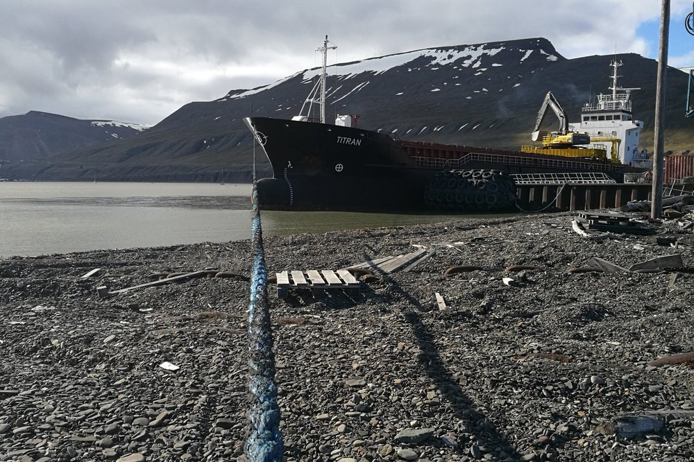 Pole Position Logistics also charters ships in North Norway and Svalbard. In 2018, MV Titran made a few trips to Svalbard bringing bulk shipments with gravel and split stone from Norway and inert dust using in securing mining tunnels from Murmansk. After completing discharging and cleaning the holds, MV Titran loaded around 5500 mt high quality coal for delivery to the metallurgy industry in Europe via Rotterdam. Combining freights is a more sustainable option than sending a vessel empty one way.