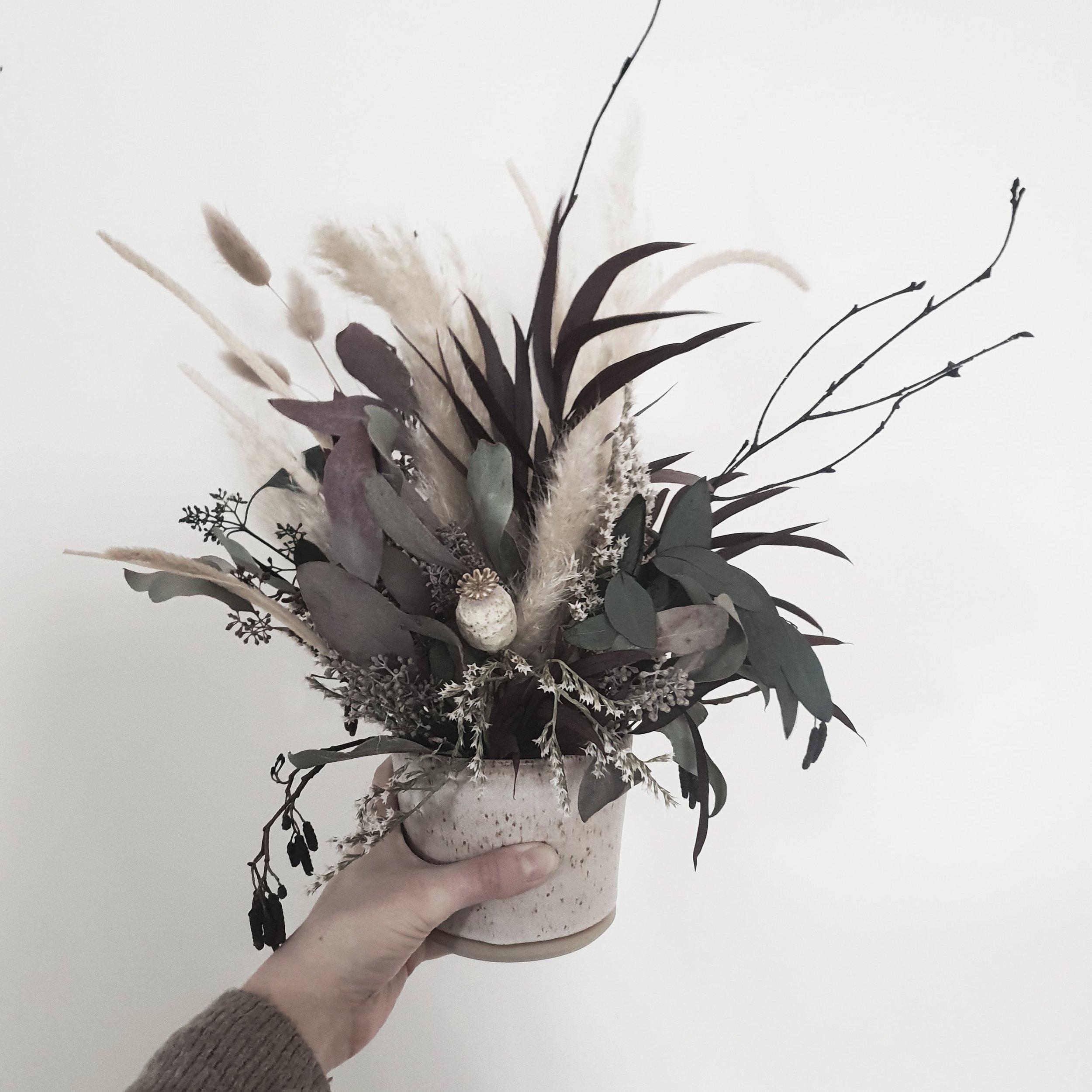 dried flower arrangment-min.jpg