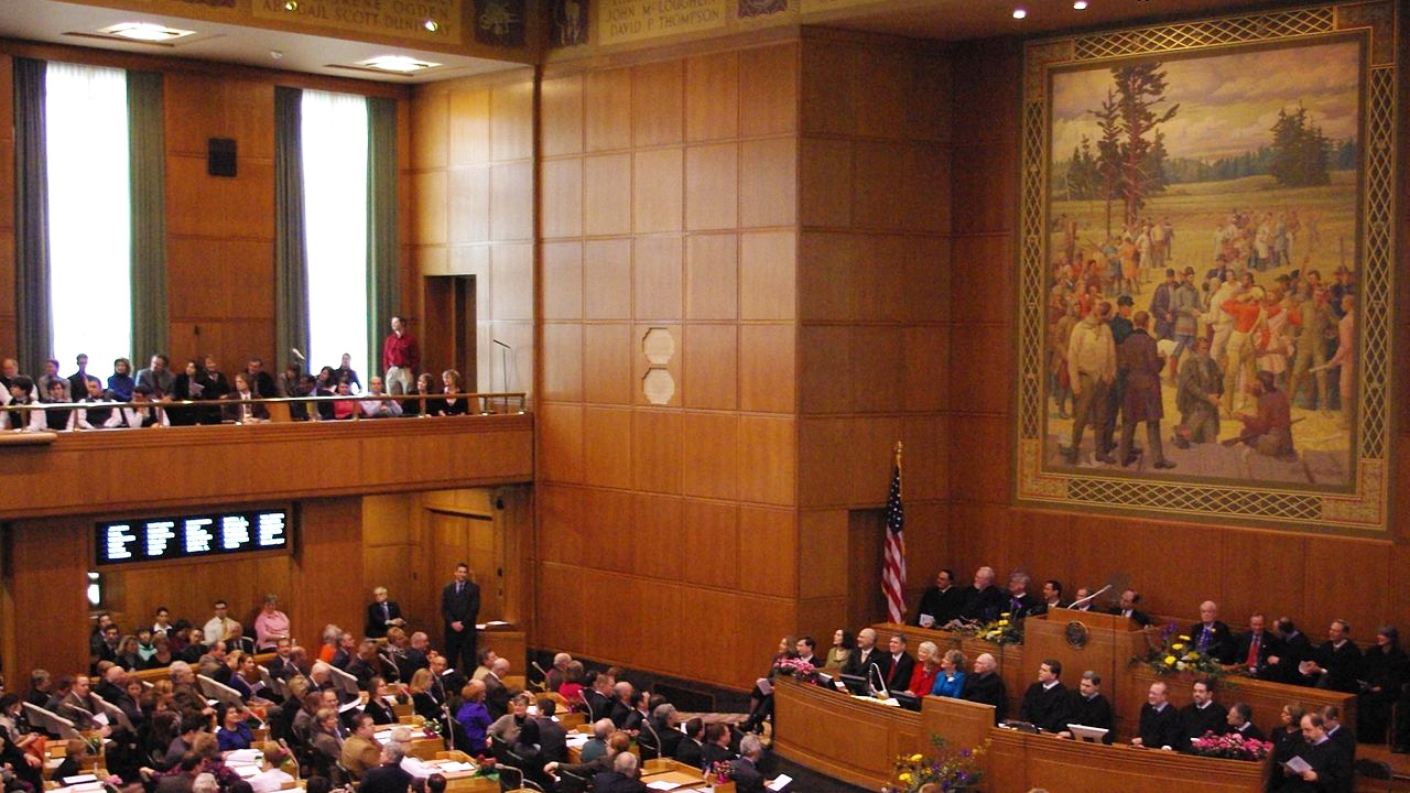 1280px-Oregon_Legislature_2009_opening.jpg