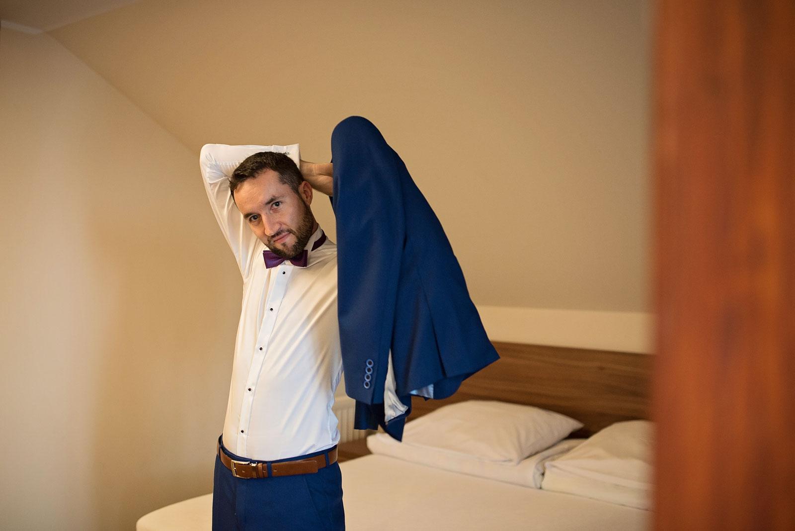 przygotowania-pana-mlodego-hotel-helena-jeziorowskie (6).jpg
