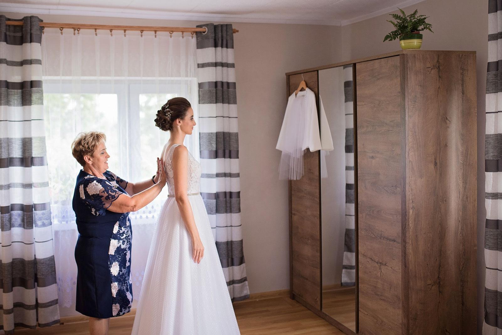 przygotowania-u-panny-mlodej-banie-mazurskie-wesele (5).jpg