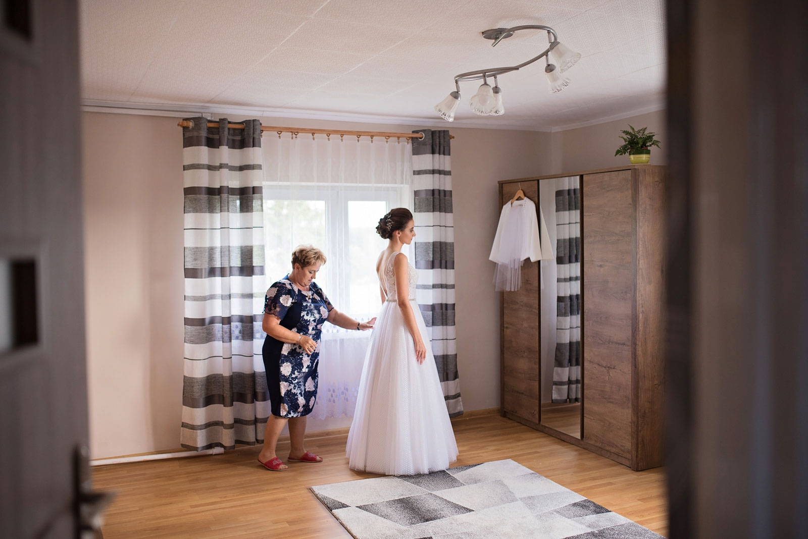 przygotowania-u-panny-mlodej-banie-mazurskie-wesele (6).jpg